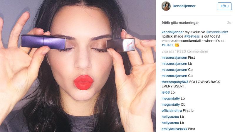 Här poserar Kendall Jenner  med det nylanserade läppstiftet på Instagram.