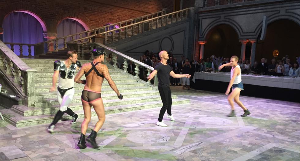 Det bjöds på underhållning i Stadshuset där bland andra Tobias Karlsson dansade.