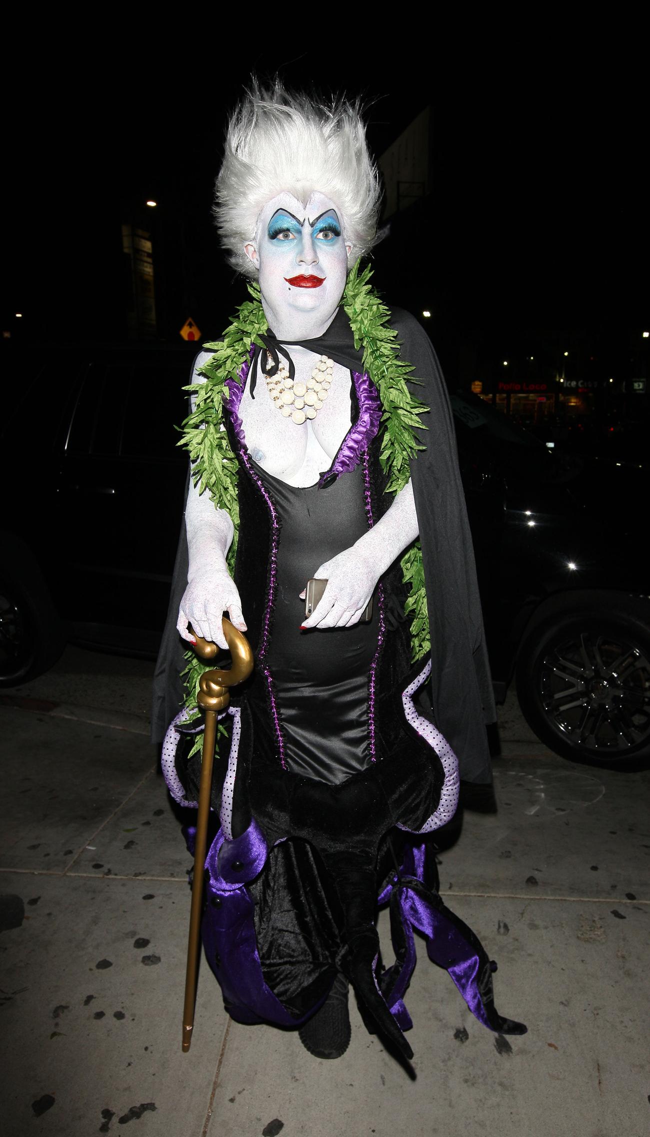 """En annan av de allra bästa utklädnaderna för i år var skådishunken Colton  Haynes tolkning av Ursula från den """"Lilla sjöjungfrun"""". Så jäkla läbbig! b1eb3512508b0"""