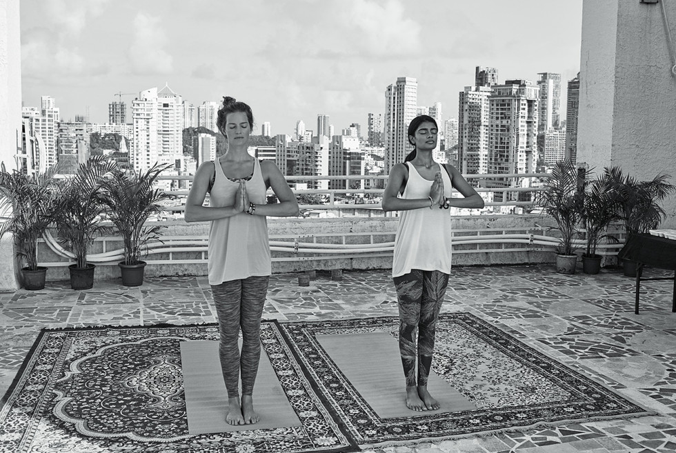 yogasvartvit